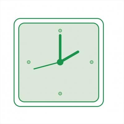 Часы в пластиковом корпусе со стеклом